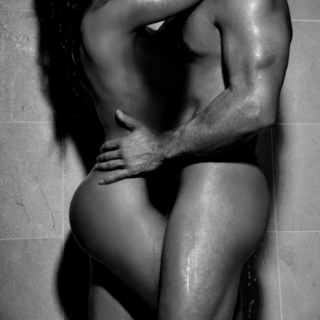 sexy-couple-in-the-shower-4423